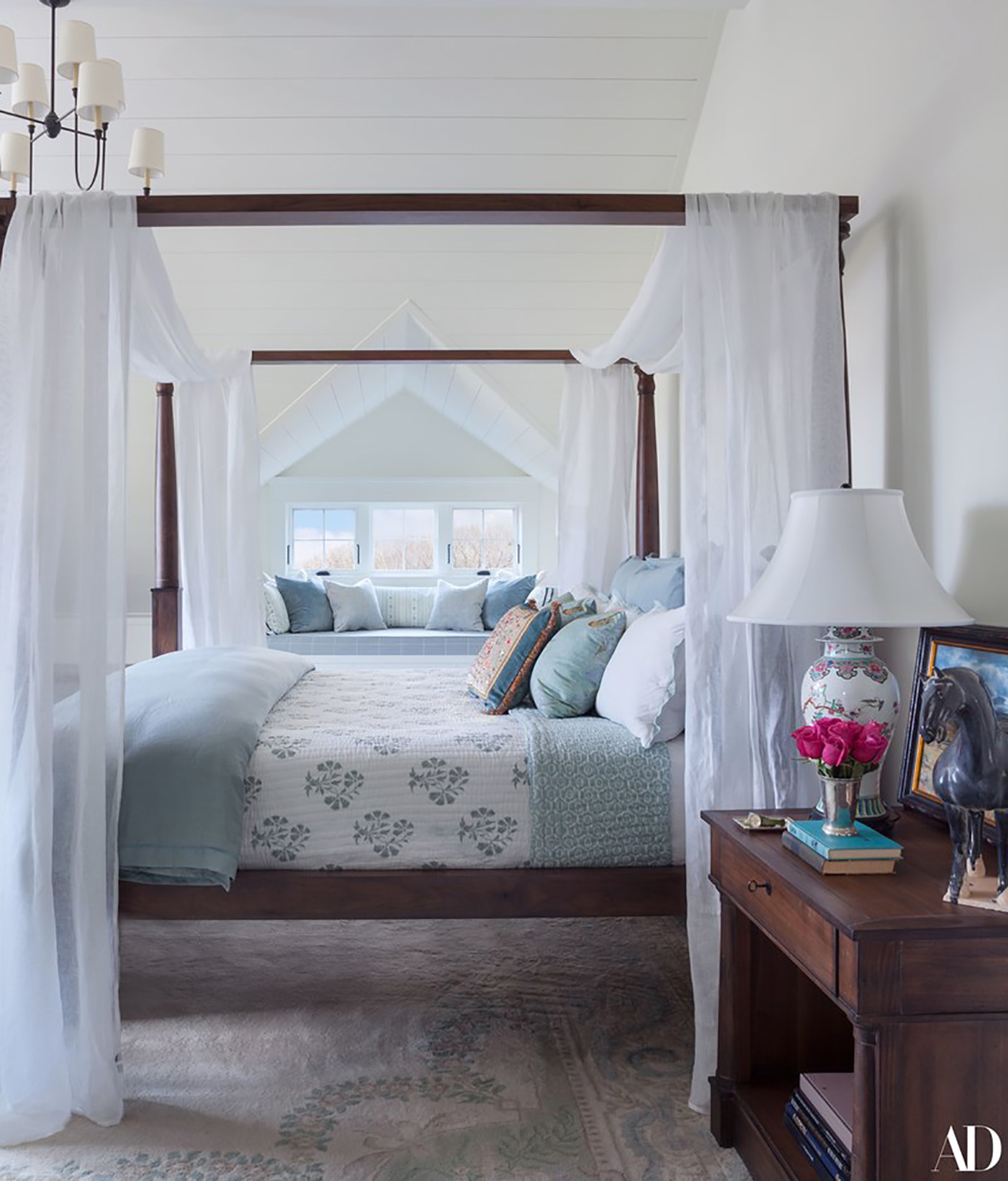 Vacation home inspiration - A Dreamy Vacation Home featured by popular DC lifestyle blogger, Monica Dutia